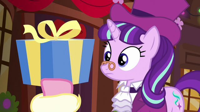 File:Spirit of HW Presents holding up medium-sized present S6E8.png