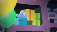 Present boxes S5E11