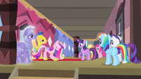 Cadance bowing down S4E11