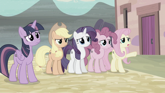 File:Fluttershy pointing toward Starlight's house S5E2.png