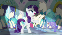 Rarity takes mannequin by the hooves S5E14