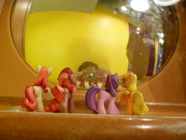 File:Minifigures looking in mirror.jpg