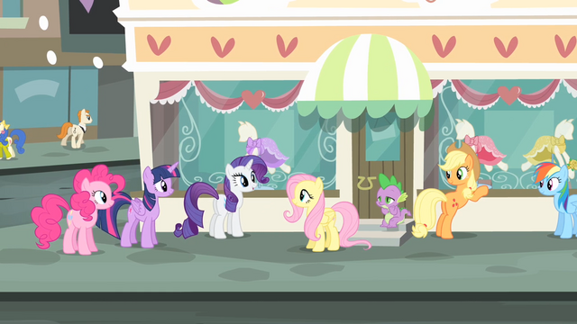 File:Rarity '...of the most glamorous city in Equestria!' S4E08.png