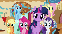 Twilight looking confused S5E19
