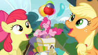 Apple Bloom and Applejack singing S4E09