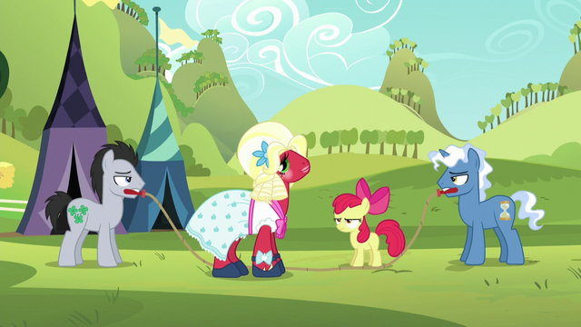 File:Orchard Blossom pleased; Apple Bloom annoyed S5E17.png
