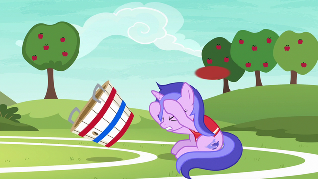 File:Sea Swirl ducking under the flying ball S6E18.png