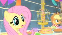Fluttershy worried about Philomena S01E22