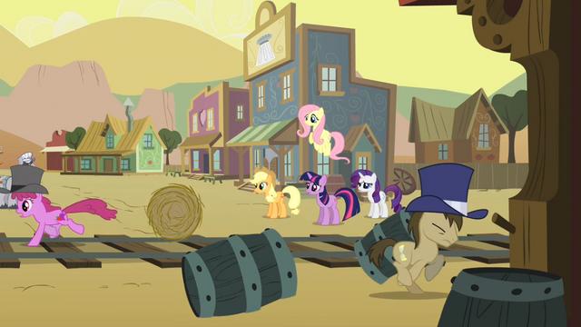 File:Main ponies look at Appleloosa S01E21.png