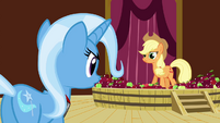 Applejack sees Trixie S3E05