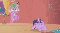Twilight spinning Spike around S2E02
