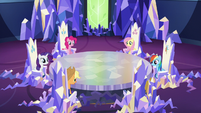 Main ponies in the throne room S5E22