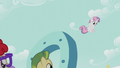 Sweetie Belle drops down from the giant horseshoe S5E18.png