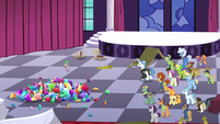 Fancy Pants confronting Spike S5E10