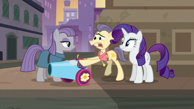 File:Pouch Pony giving Maud the party cannon S6E3.png