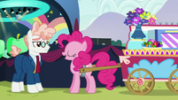 Svengallop sees Pinkie with a cart S5E24