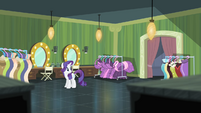 Rarity notices that Suri disappeared S4E08