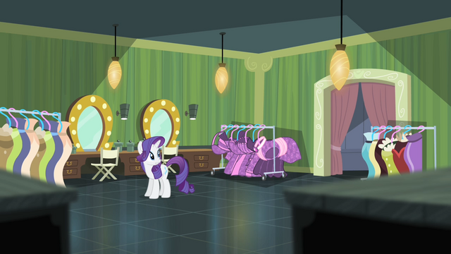 File:Rarity notices that Suri disappeared S4E08.png