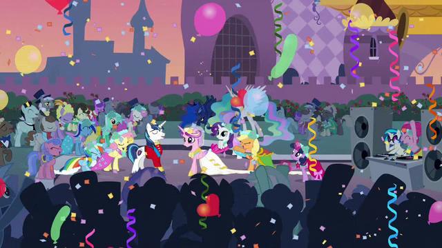 File:Luna dancing S02E26.png