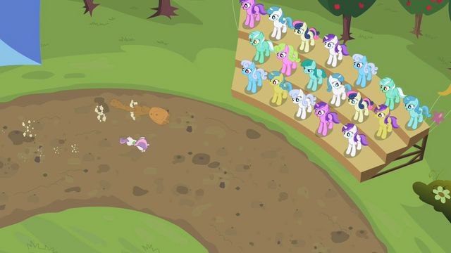 File:Crowd watching Sweetie Belle and her sister run S02E05.png