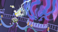 Nightmare Moon shocks the Royal Guards S01E02