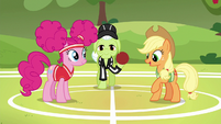"Applejack ""meet in the middle of the field"" S6E18"