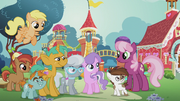 Diamond Tiara surrounded by friends S5E18