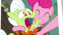 Pinkie Pie takes photo with Granny Smith S4E09