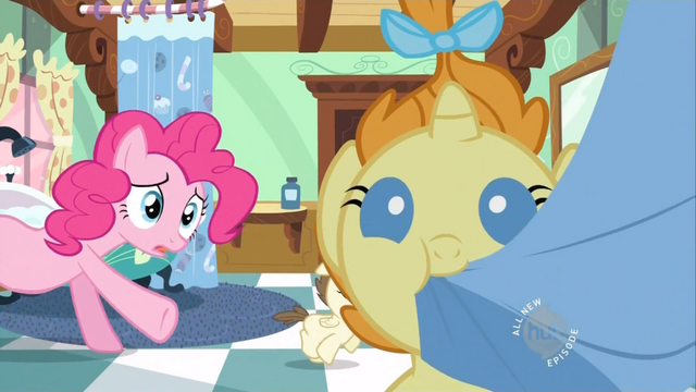 File:Pumpkin Cake eating a towel S2E13.png