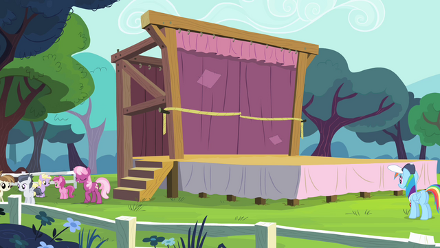 File:Cheerilee and school foals near the stage S4E05.png