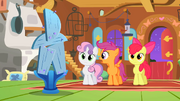 The Cutie Mark Crusaders couldn't make a table S01E17.png