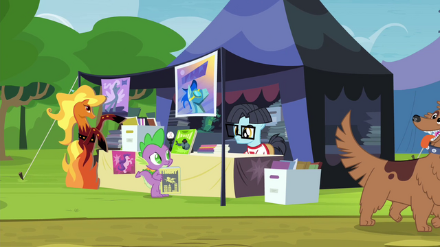 File:Spike haggling with comic pony S4E22.png