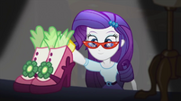 Rarity puts boots on a shelf EG2