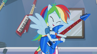 Rainbow Dash hugging guitar EG2