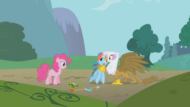 File:Gilda giving Rainbow Dash a hug S1E5.png