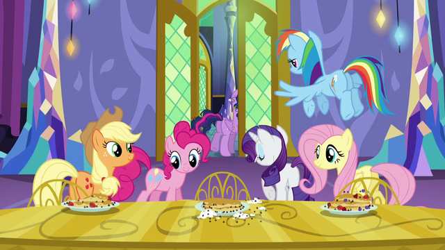 File:Frazzled Twilight leaving the pancake party S5E03.png