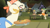 Cajun swamp pony eating pie S4E17