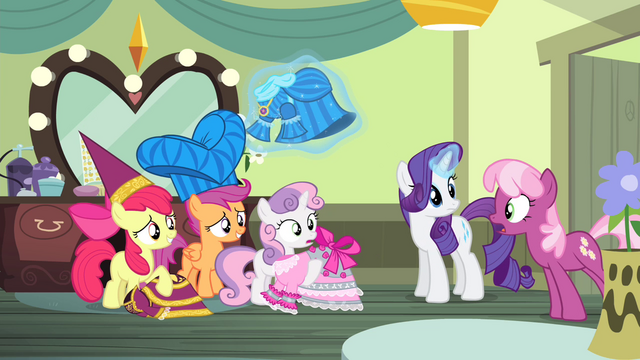 File:Cheerilee informs the CMC S4E19.png