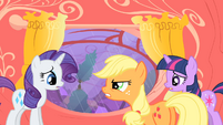 Applejack telling Rarity I told you so S1E08