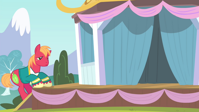 File:Big Mac going up on stage S4E14.png