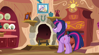 Twilight in front of photograph S03E13
