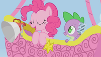 Pinkie Pie and Spike in a hot air balloon S1E13