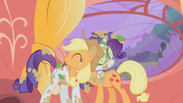 Rarity and Applejack hug S1E08