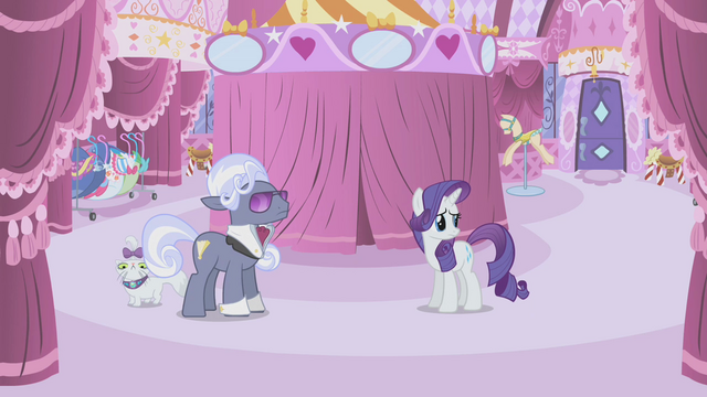 File:Hoity Toity carousel boutique S01E14.png