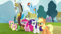 Ponies and Discord eager to help S5E22