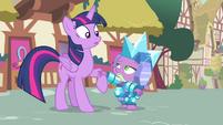 Twilight helps Spike off the ground S4E23