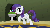 Rarity sneaking S2E1