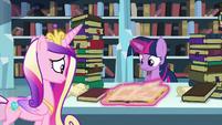 Twilight reads through the tome S6E2