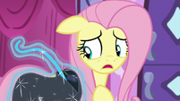 Fluttershy worries about her peripheral vision S5E21