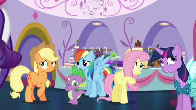 File:Rarity's friends a bit worried S5E14.png